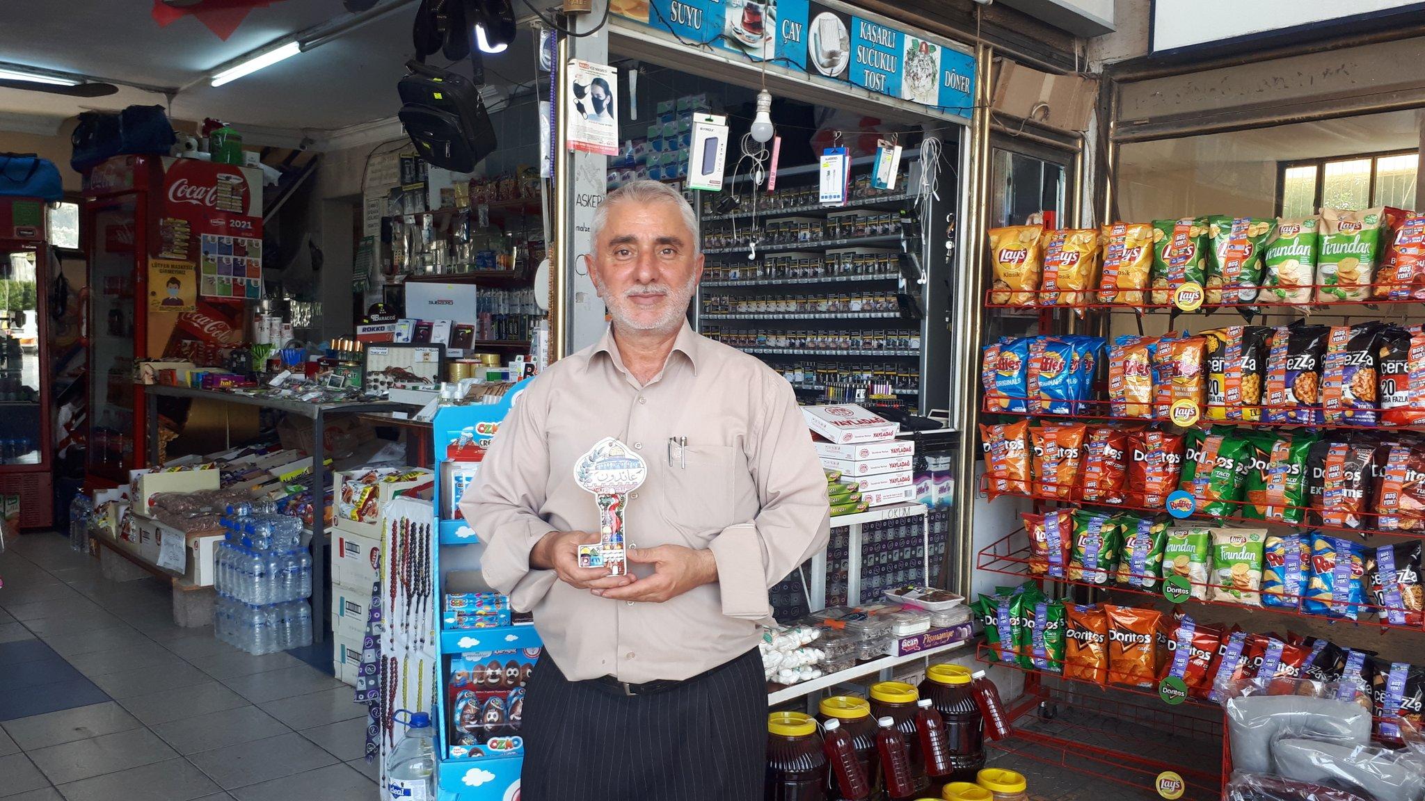 Gazzeli 3 Yetimin Yıllık Masrafını Üstlenen Mavi Marmara Gazisi Zeki Kanat'a Ramallah'tan Gelen Filistin Anahtarı Hediye Edildi