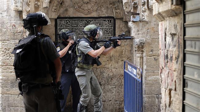 Siyonist İşgal Askerleri Mescidi Aksa'da Namaz Kılan Müslümanlara Saldırdı